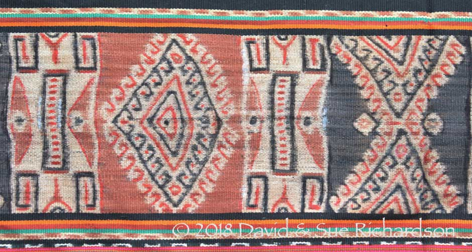 Description: A homnon with hand painted motifs